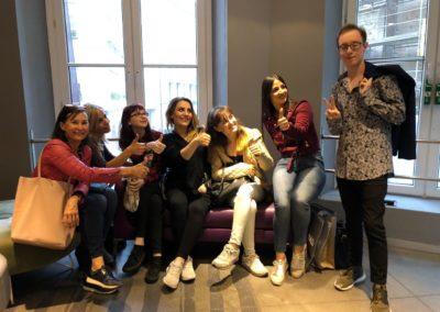 Kosmetikschule Schöner München: Typberatung und Einkaufsbegleitung mit jungen Visagisten in München